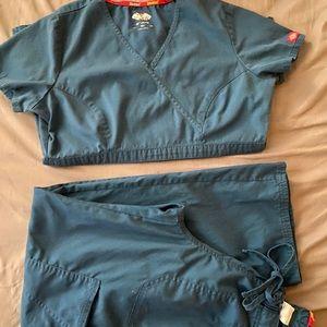 Dickies turquoise scrub set